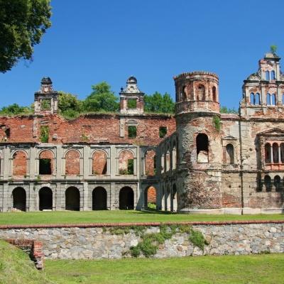Ze zámku ve Tworkówě zbyly jen ruiny. Požáry mu však dodaly magické kouzlo
